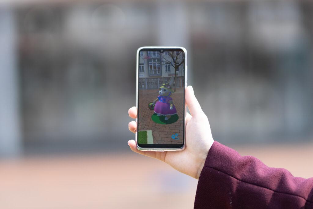 Smartphone mit AR Hasen Animation